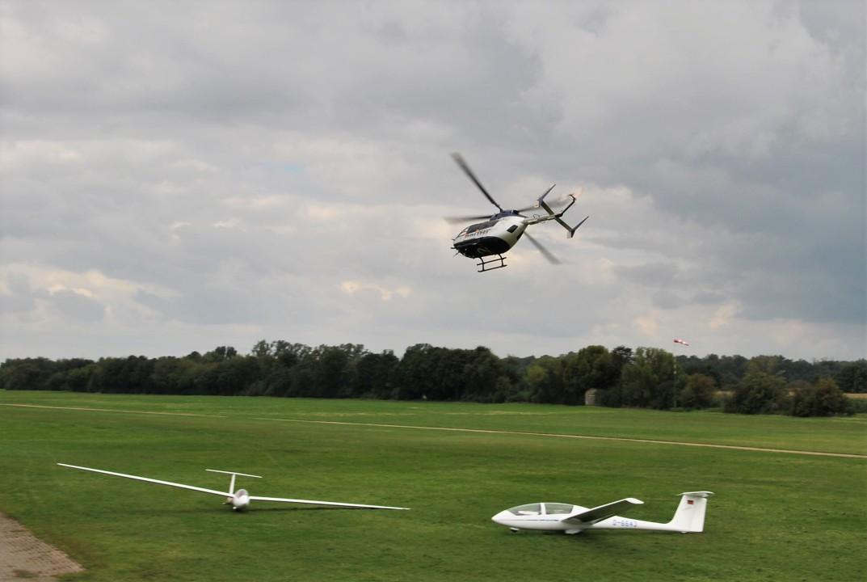 Fliegerlager-Polizeihubschrauber